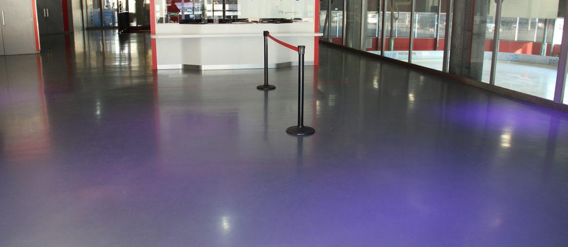 Revêtement de sol coulé en résine autolissant hall d'entrée patinoire - Grenoble - Isère