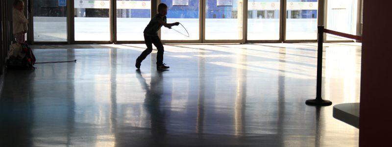 Revêtement de sol coulé en résine autolissant coursive patinoire - Grenoble - Isère
