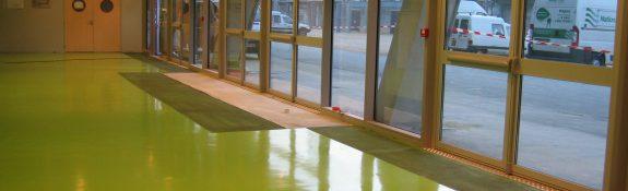 Revêtement de sol coulé en résine hall d'entrée stade des alpes - Grenoble - Isère